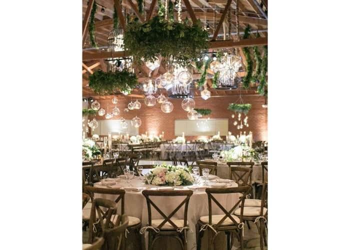 7 Barn Wedding Reception Table Decoration Ideas
