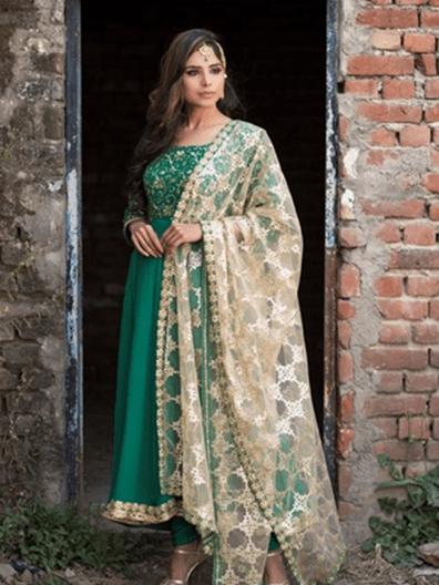 Look pataka in an Anarkali suit